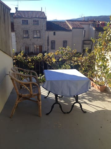 Classic french cityhouse with a beautiful terrasse - Ille-sur-Têt - Casa