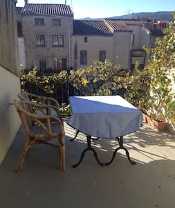 Classic french cityhouse with a beautiful terrasse - Ille-sur-Têt - บ้าน