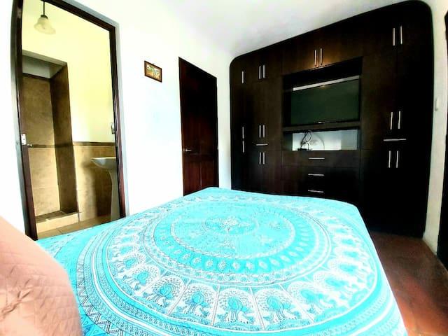 Bedroom, full size bed. La Habitacion, esta en el segundo piso, cama matrimonial, terraza y baño cerca de la habitacion.