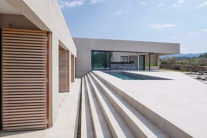 Luxurious architect house, 4 bedrooms, heated pool