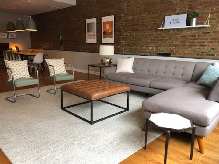 Trendy Wicker Park Loft with Parking!