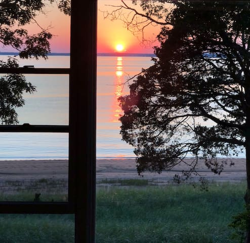 Stunning Bay-front Views - Hampton Bays