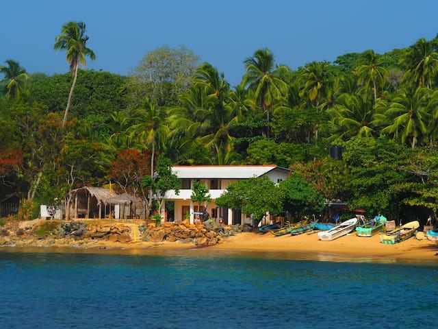 Arthol Beach whole villa, 6 bedroom - Tangalle - Casa