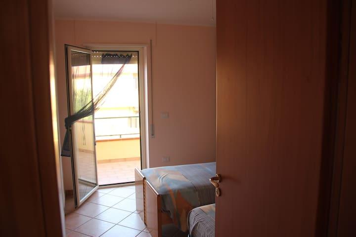 -seconda camera al primo piano con terrazzo