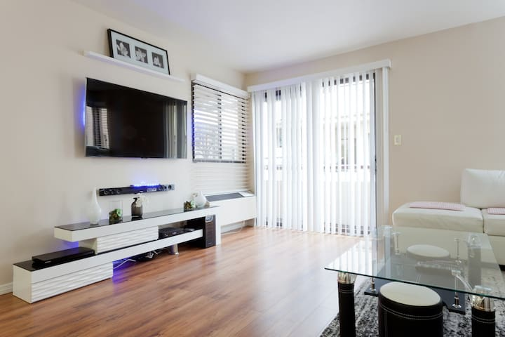 MODERN CONDO LOCATED BETWEEN DOWNTOWN & HOLLYWOOD. - Los Angeles - Wohnung