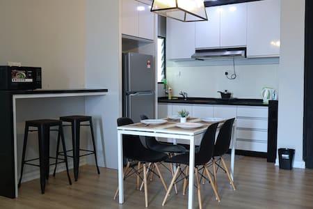 JC Sky RiverFront 'Modern Home' w/ Fantastic View