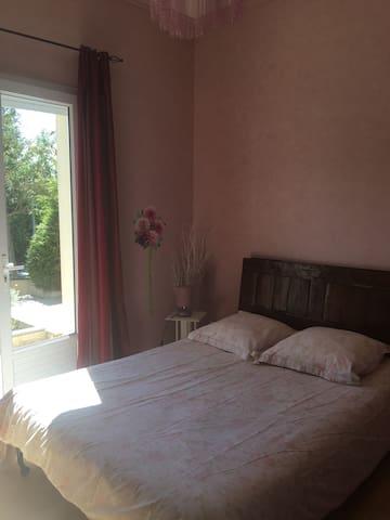 Chambre spacieuse au Lac de maine + petit déj - Angers - House