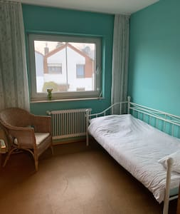 Kleines ruhiges Zimmer, super Anbindung Köln/Bonn