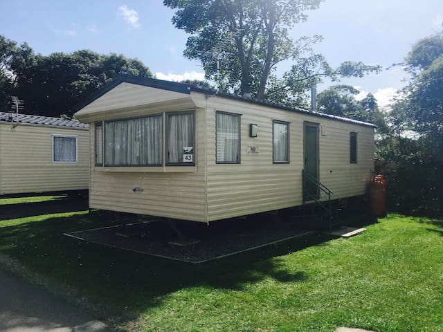Lovely Two Bedroom Caravan on Family Site