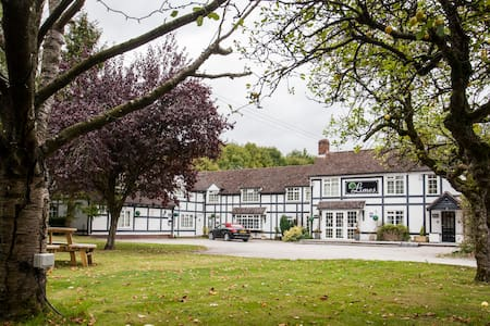 The Limes Country Lodge Hotel - Earlswood