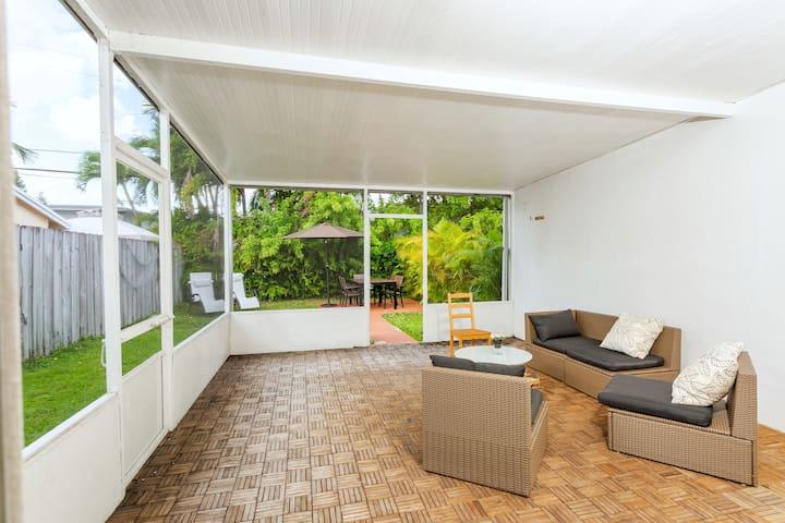 StayPlus-Enormous Modern Home un Miami Beach