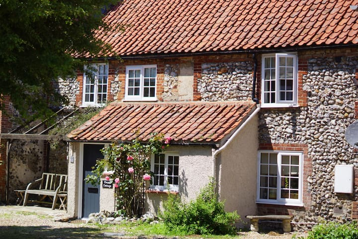 Charming Flint Cottage in Norfolk - South Creake - Talo