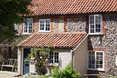 Charming Flint Cottage in Norfolk - South Creake