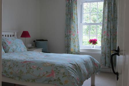 Lovely room in cosy Solway cottage - Bowness-on-Solway - House