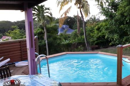 Piscine privée à Coeur Caraibes - Deshaies - Casa