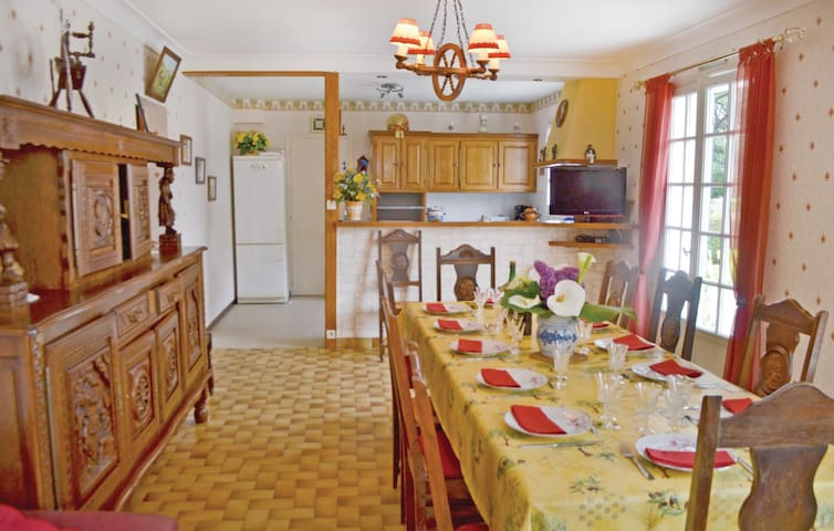 Holiday cottage with 6 bedrooms on 100m² in Pénestin
