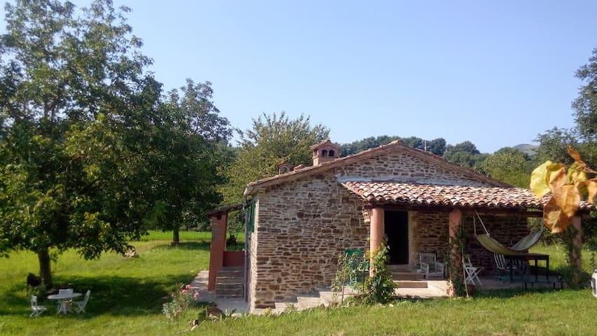 Casa nel verde con vista Peglio a 3km da Urbania - Peglio - Dom