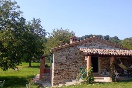 Casa Campagna con ampio giardino,vicino al  fiume. - Peglio - Haus