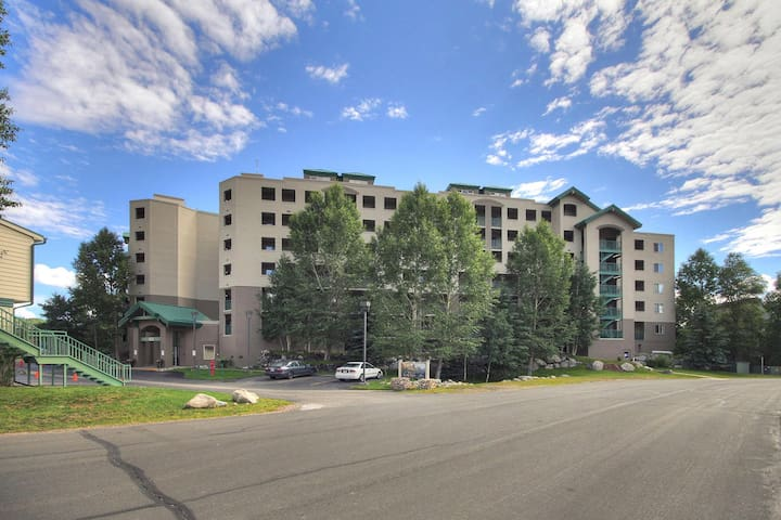 Beautiful 2 Bedroom 2 Bath with the Best Views of Lake Dillon - LP605