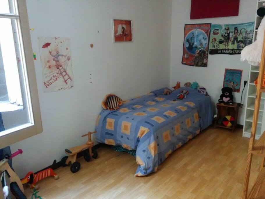 chambre d'enfant équipée