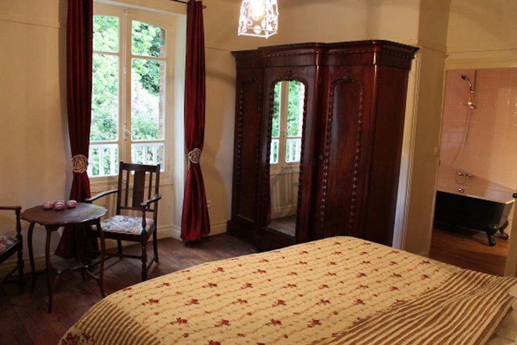 Bon chez nous kamer belle fleur bed breakfasts for rent in st amand jartoudeix - Romantische kamer ...