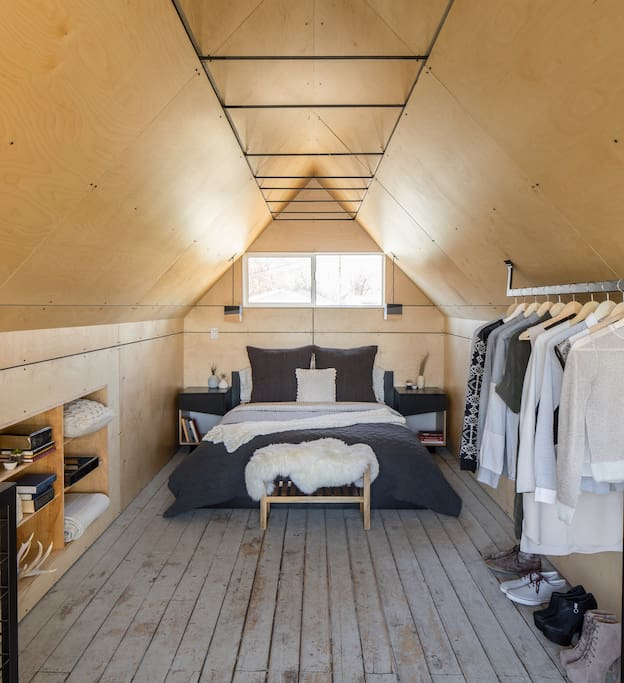 Roomy loft bedroom with queen size bed.