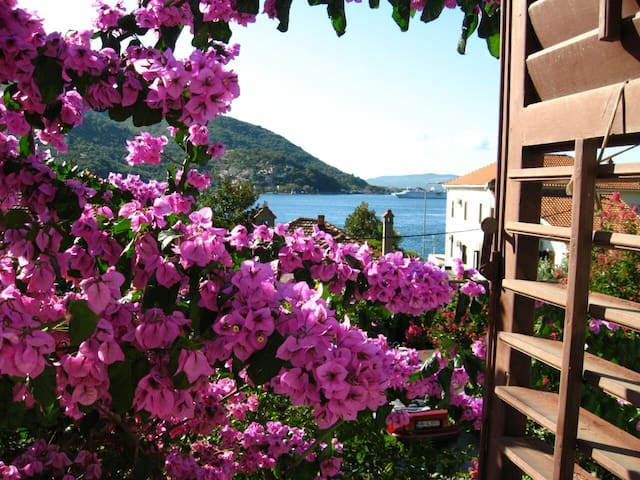 Apartment near the sea, Boka Bay - Boka Kotorska - Leilighet