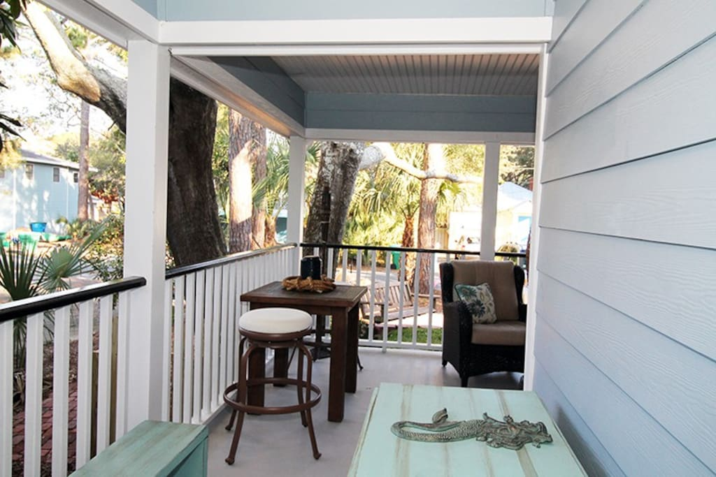 Large front porch to enjoy a cup of coffee or cocktails and the island breezes