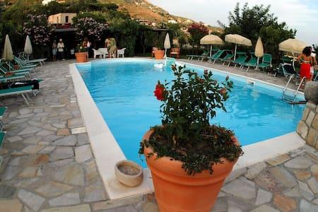Appartamento con giardino e piscina - Сант-Анджело