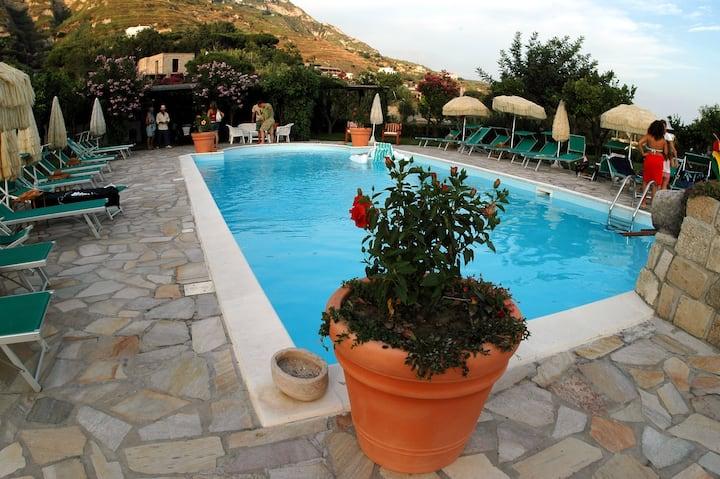 Appartamento con giardino e piscina