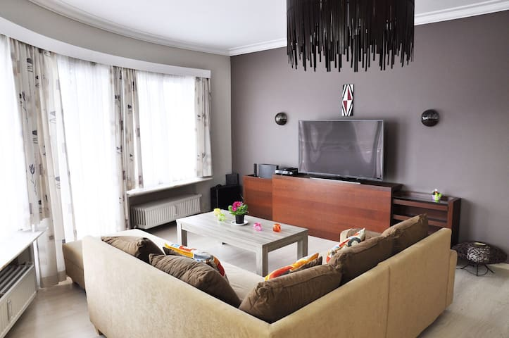 RENT BRUSSEL APARTMENT whit parking - Sint-Pieters-Leeuw - Flat