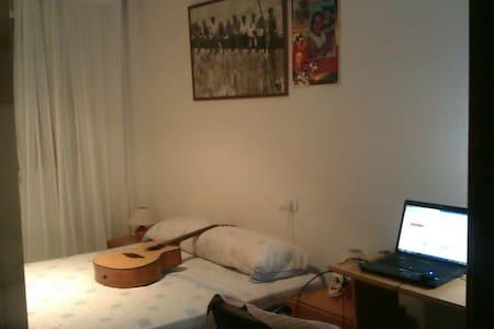 habitacion acogedora - Silla - Pis