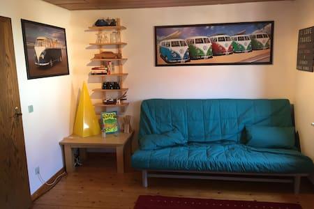 2 Zimmer im Altbau. Dusche im Gang - Eiterfeld - Huis
