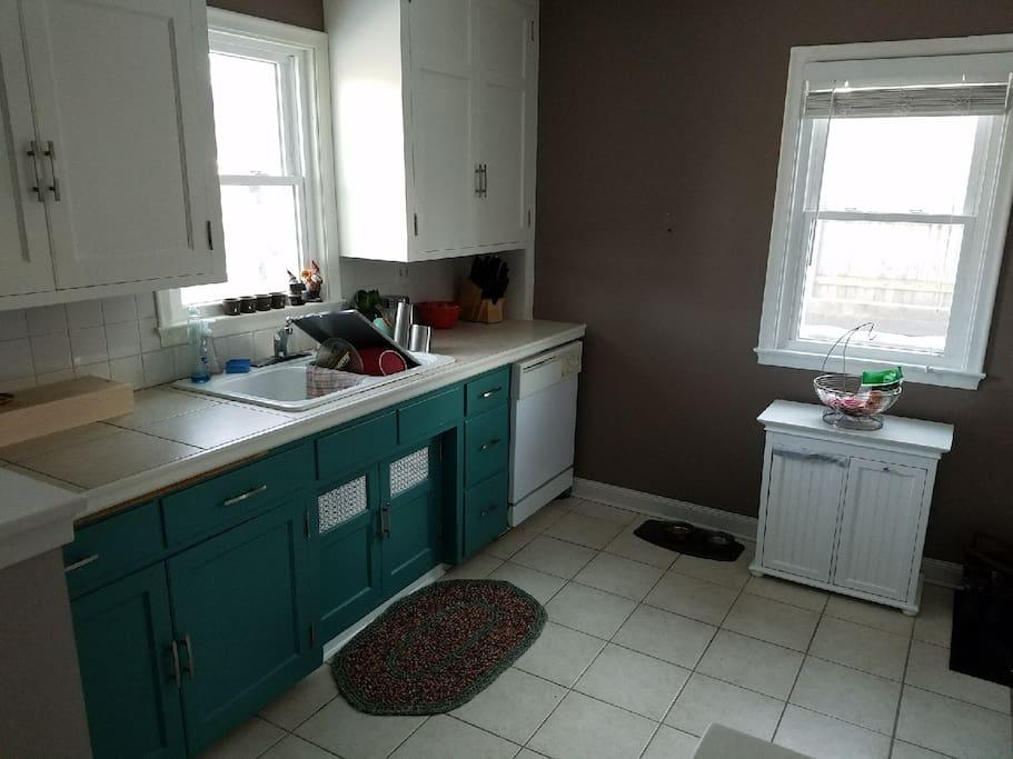Full kitchen with dishwasher, fridge/freezer, oven, microwave, keurig.