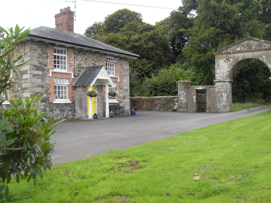 Cloverhill Gate Lodge & the Arch