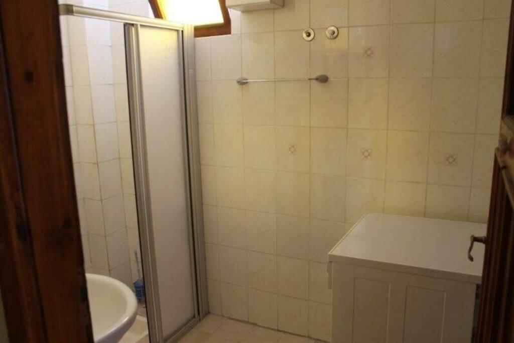 Dusche/WC mit Waschmaschine 1. Etage