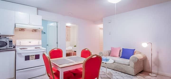 Cozy&Quiet 2 Bedrooms Suite near PNE