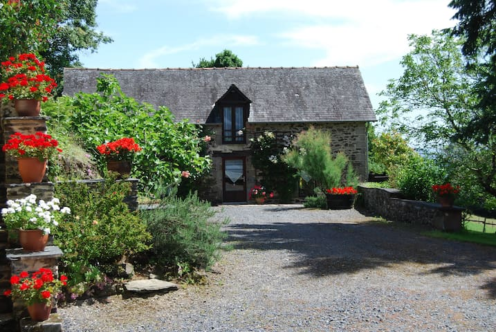 Stone cottage in rural Correze