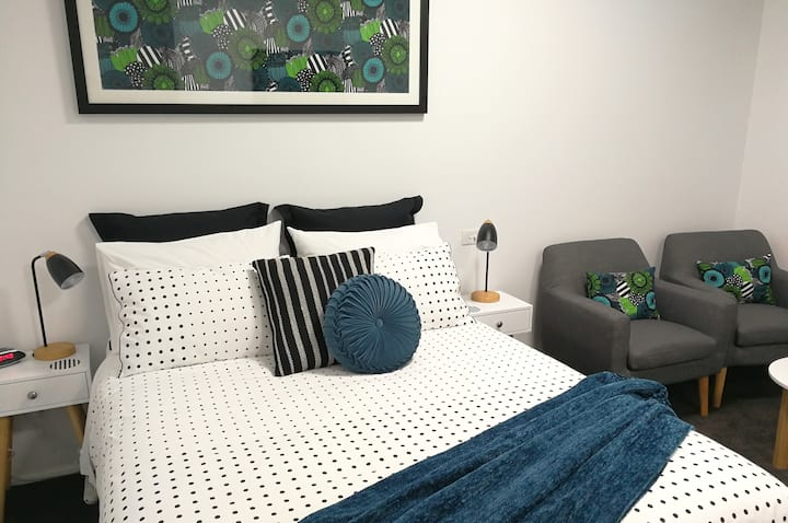 Deluxe Hobart Inner-city Studio, easy walk to CBD