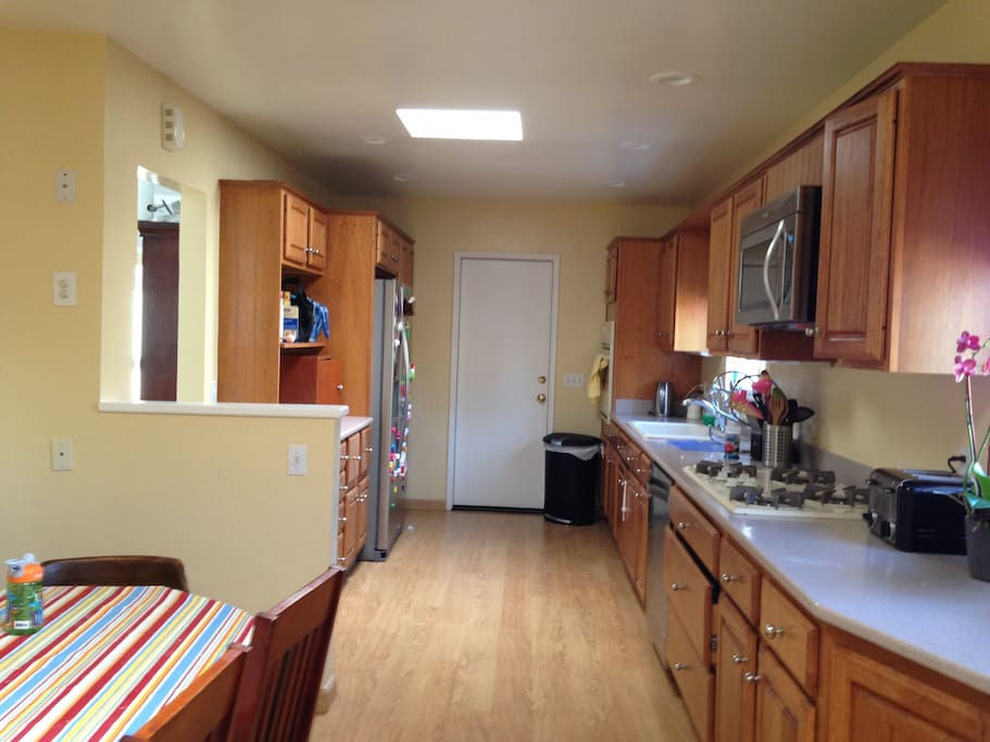 Large kitchen with dishwasher and breakfast nook