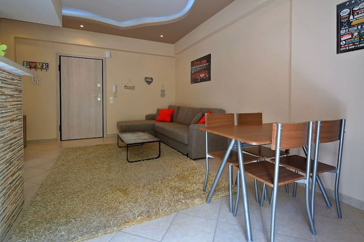Cozy Luxury Apartment next to center of Athen's.