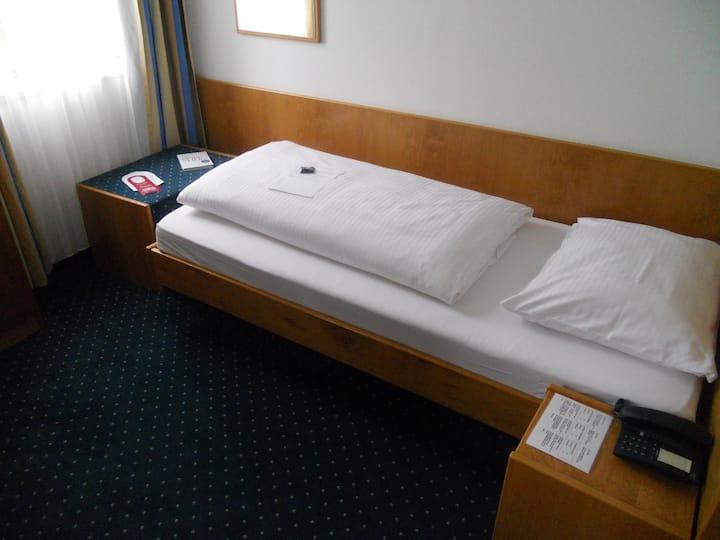 Hotel Fortuna, (Reutlingen), Kleines Einzelzimmer mit Dusche und WC