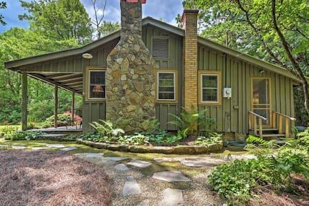 Charming 2BR Highlands Cottage w/ Fireplace - Highlands