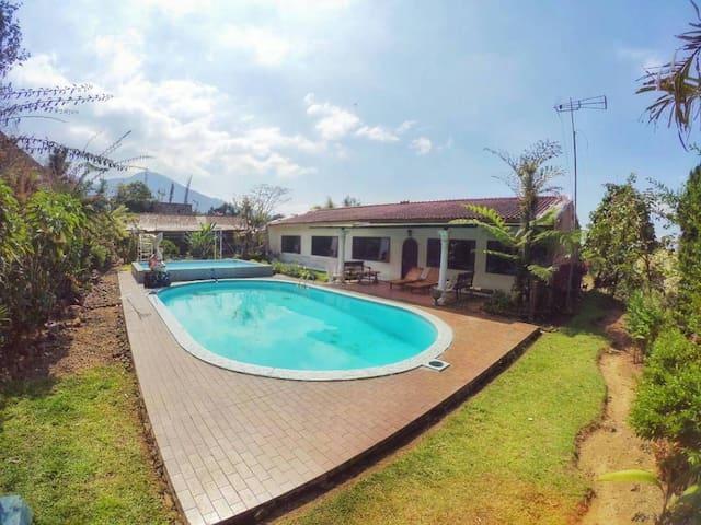 Villa Coolibah Utama Cipanas