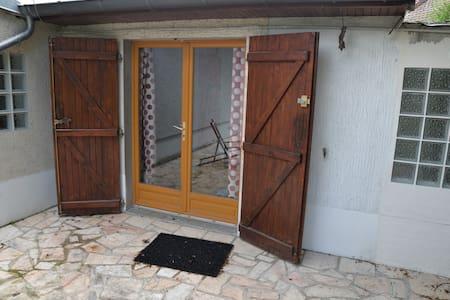 studio avec terrasse - Hus