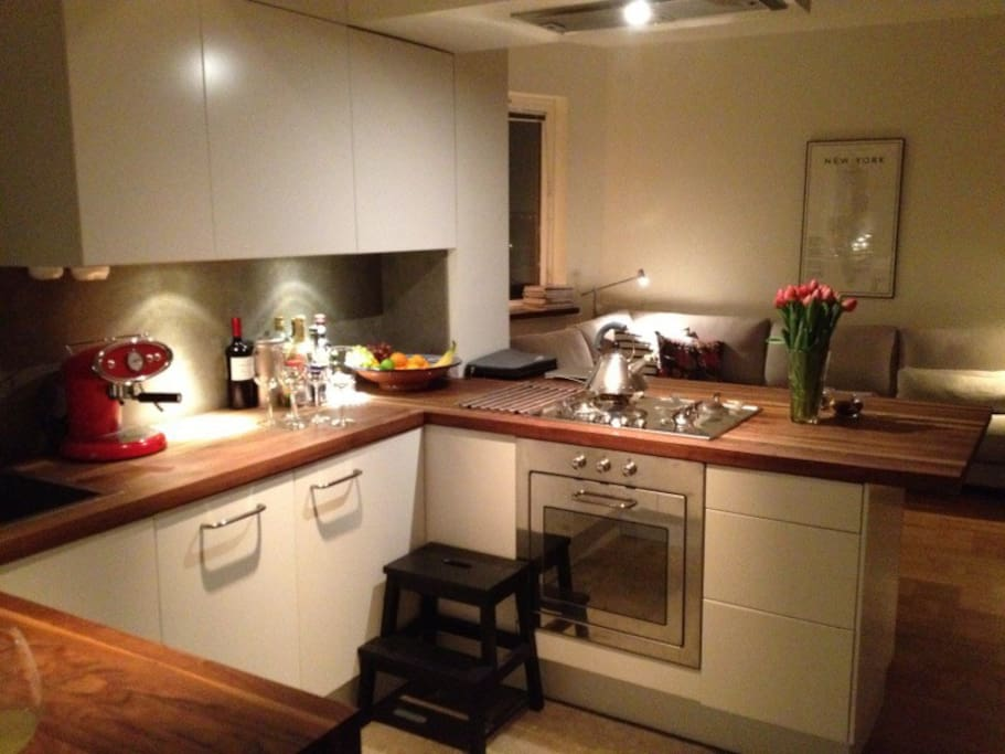 Fully equipped kitchen. Gas stove, oven, coffee maker and Nespresso machine. Best of all - washing up machine!