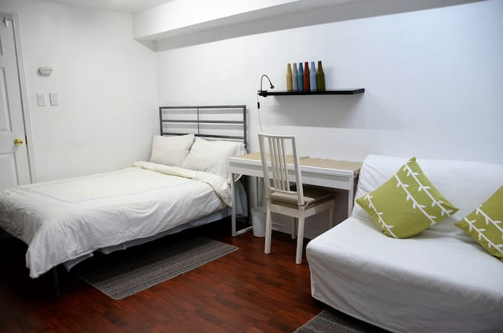 Private Room close to Transit and Amenities