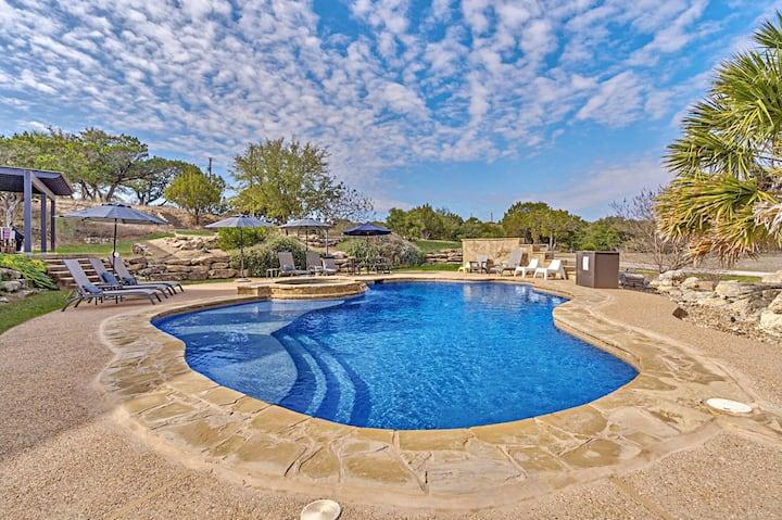 Quiet luxury retreat/private pool/modern amenities