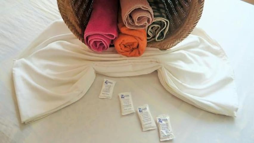 Fresh linen, towels and soap included.