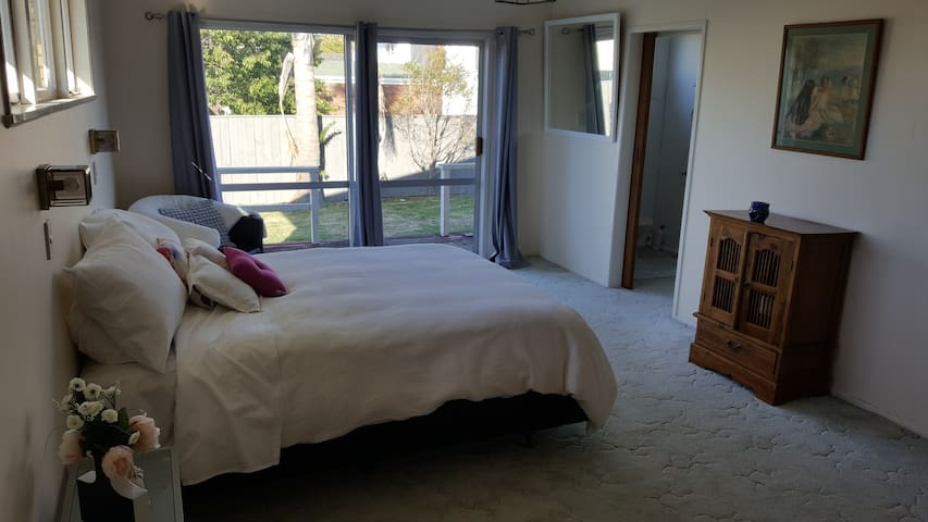 Relaxed and comfy, Pouwhare Street, Whakatane